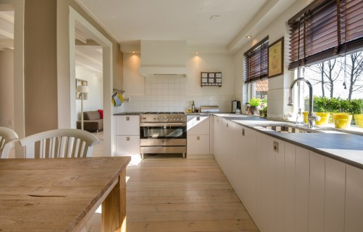 Jak zadbać o drewno w domu ?